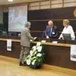 La consegna della targa di socio d'onore a Mario Cataudella
